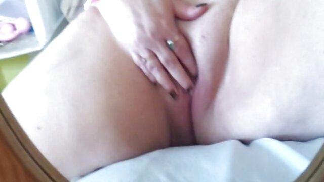 Mamá pillada masturbándose ver videos pornos gratis en español