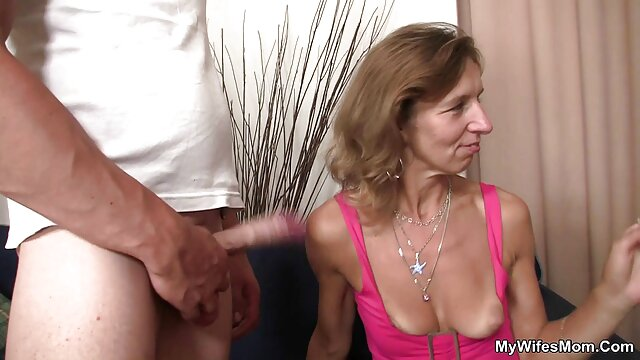 Petite 18yo follada por una videos porno subtitulados polla hinchada