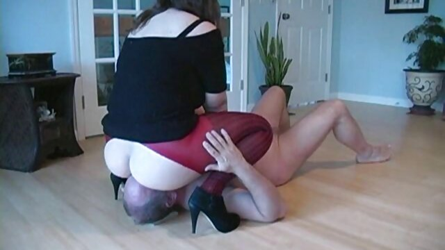 Besoffene Discoschlampe - ¡Sexo extremo y garganta profunda! videospornoespañol