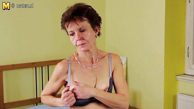 Pequeña videos porno gratis castellano belleza follada analmente después de dar mamada